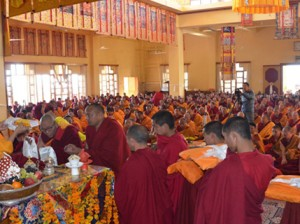 Professor Samdhong Rinpoche teaching at Gyuto Photo: Contact/Lha