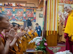 His Holiness greets the audience at the teaching in Tsuglakhang Photo: OHHDL/ Tenzin Choejor
