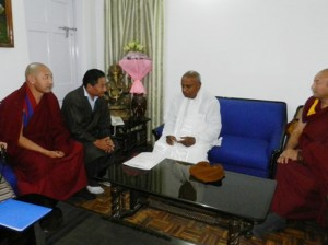 Tibetan Parliamentary delegation meeting Mr HD Devegowda, former prime minister and current member of  the Indian parliament Photo: tibet.net