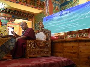 the 17th Karmapa at the 6th Khoryung conference Photo:kagyuoffice.org